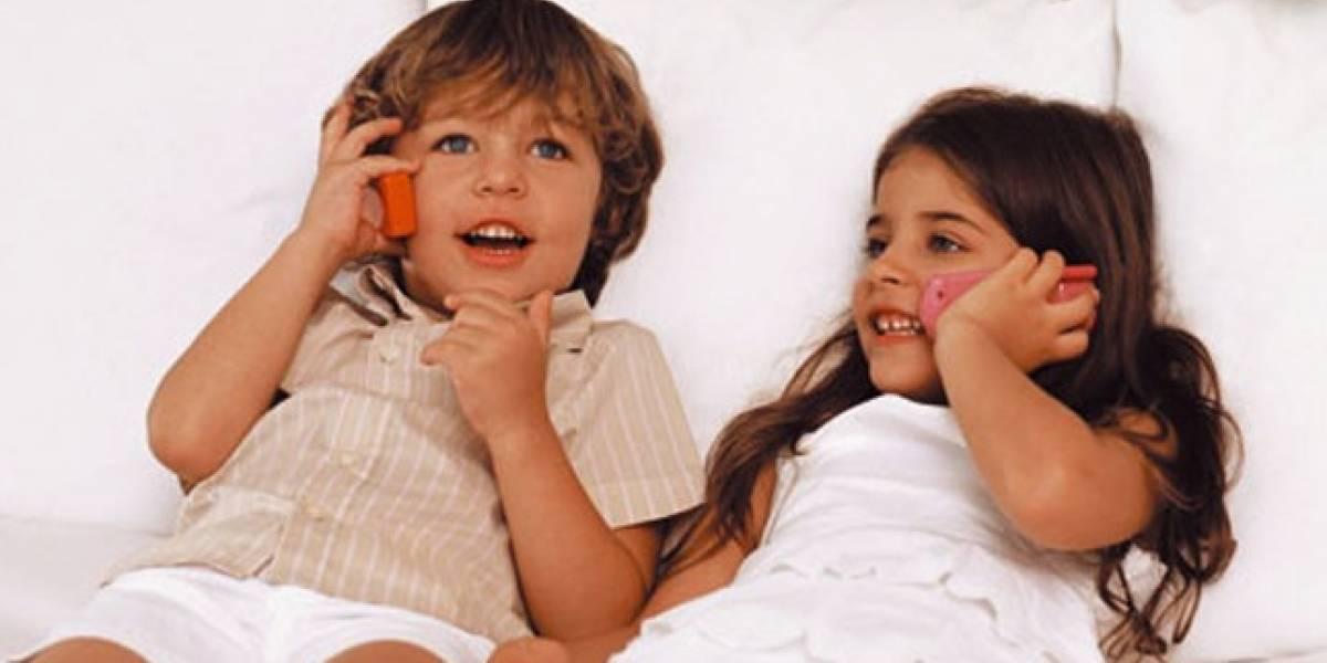 Niños españoles empiezan a usar móviles a los 10 años