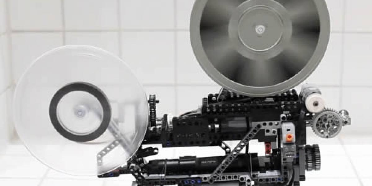Video: Un proyector cinematográfico de 8mm hecho completamente de Lego