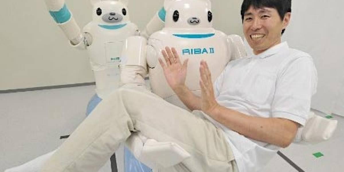 Robot con cara de oso ahora puede recoger gente del suelo