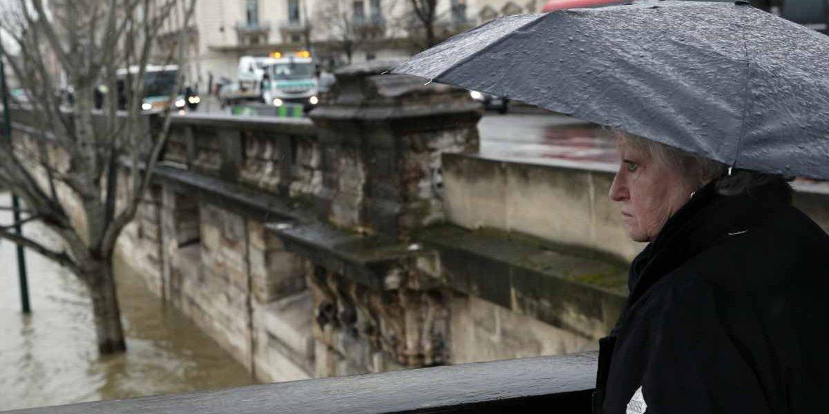 Inundaciones amenazan París: cierran carreteras y túneles
