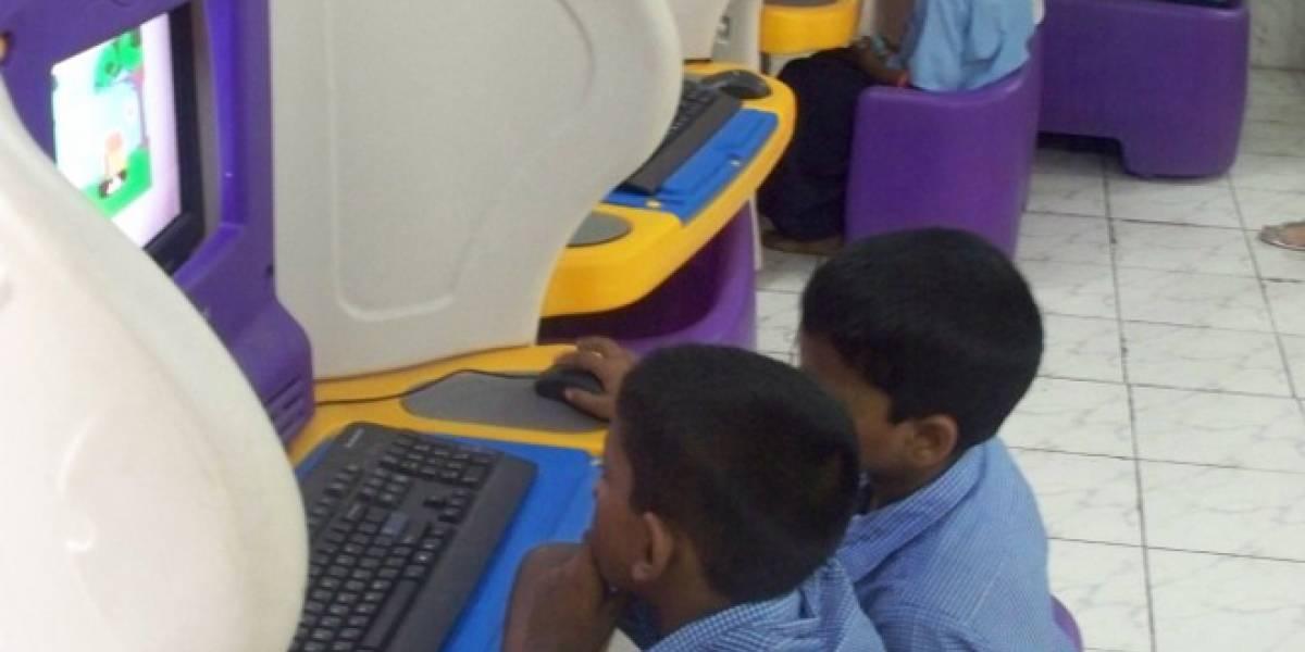 Bill Gates opina que sólo entregar PCs a los niños en las escuelas no sirve
