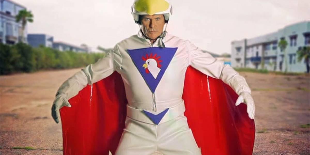 David Hasselhoff vestido de hombre pollo en el nuevo trailer de Burnout Crash!