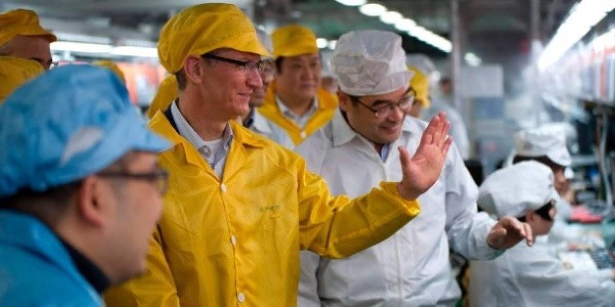 Tim Cook realizó visita a una fábrica de Foxconn en su primer viaje a China