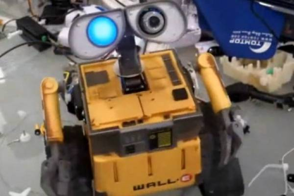 Se Convierte Wall De En Robot Verdad Un E OPkZuTiX