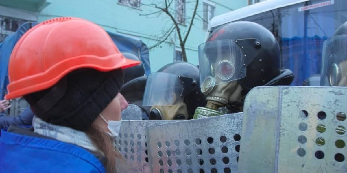 Manifestantes ucranianos reciben SMS del gobierno para que dejen de protestar