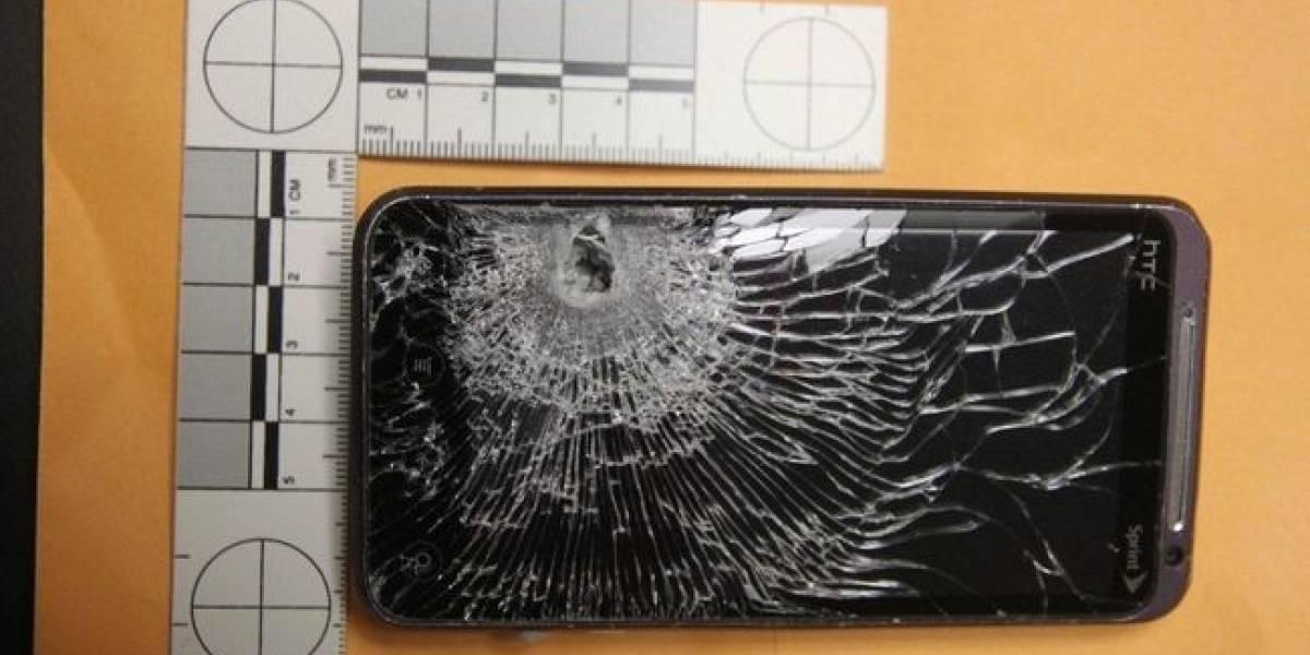 Guardia de seguridad baleado se salva gracias a su celular