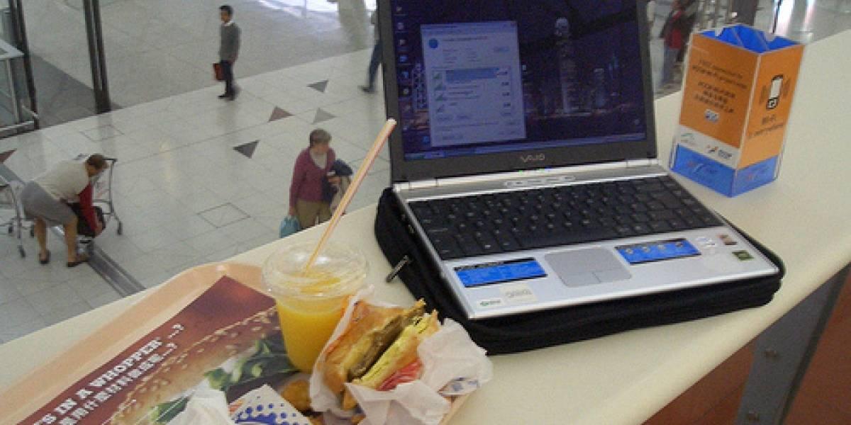 Pasajeros prefieren Wifi a comida en aeropuertos