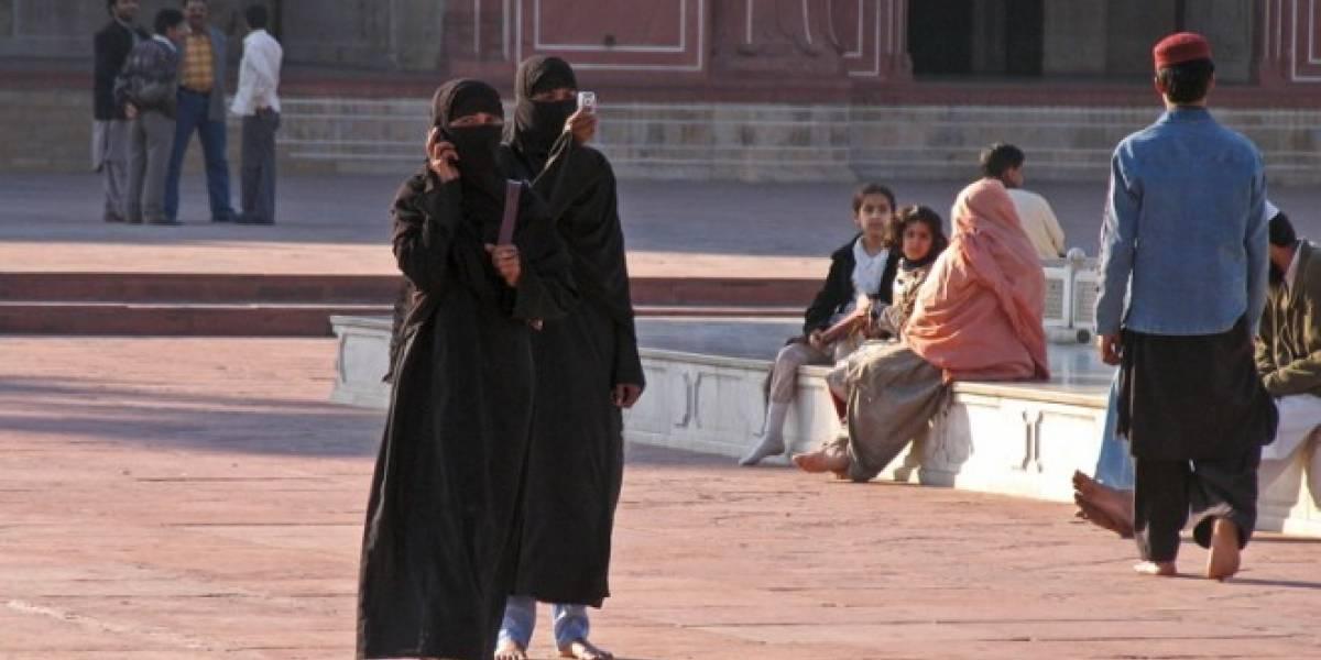 Juego viral por celular en Pakistán capacita y envía ofertas de trabajo a personas analfabetas