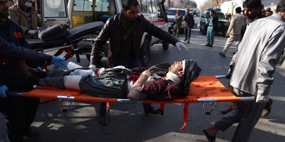Suben a 63 los muertos en ataque talibán en capital afgana