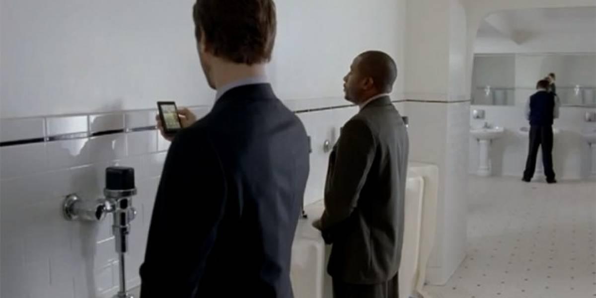 Científicos británicos descubren que la orina puede cargar tu teléfono celular