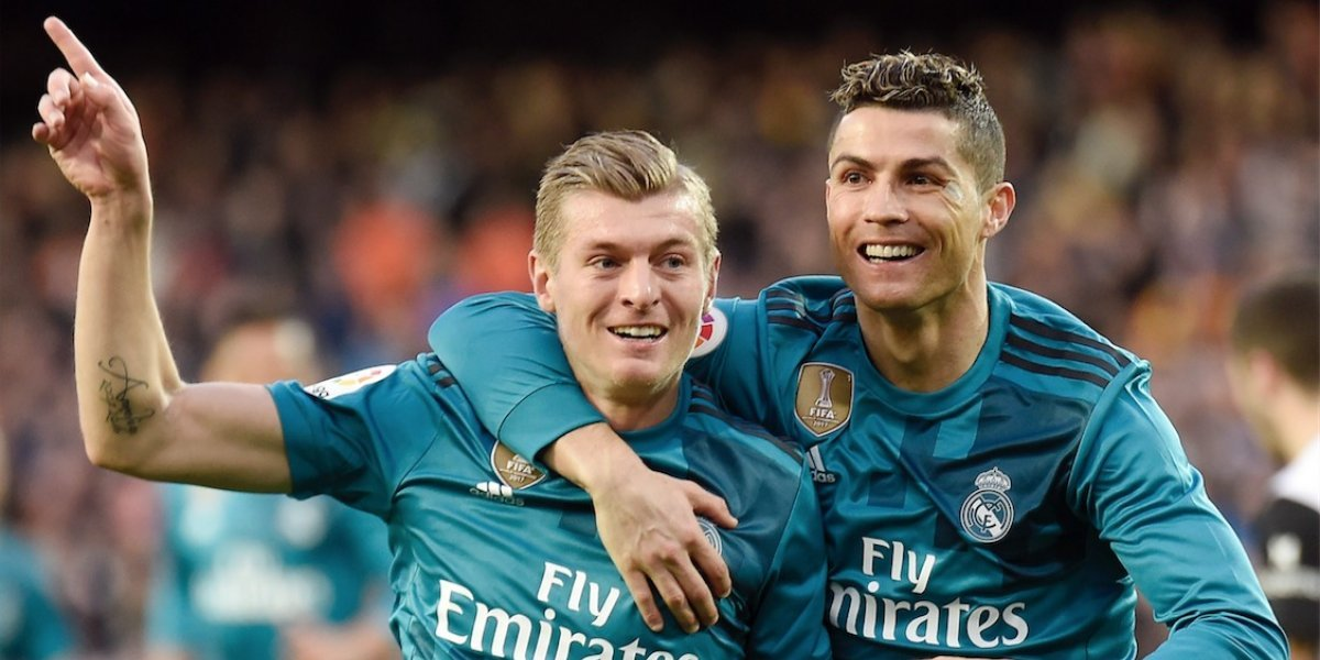 """FOTO. Cristiano Ronaldo celebra el gol de Marcelo dándole una """"tocadita"""""""