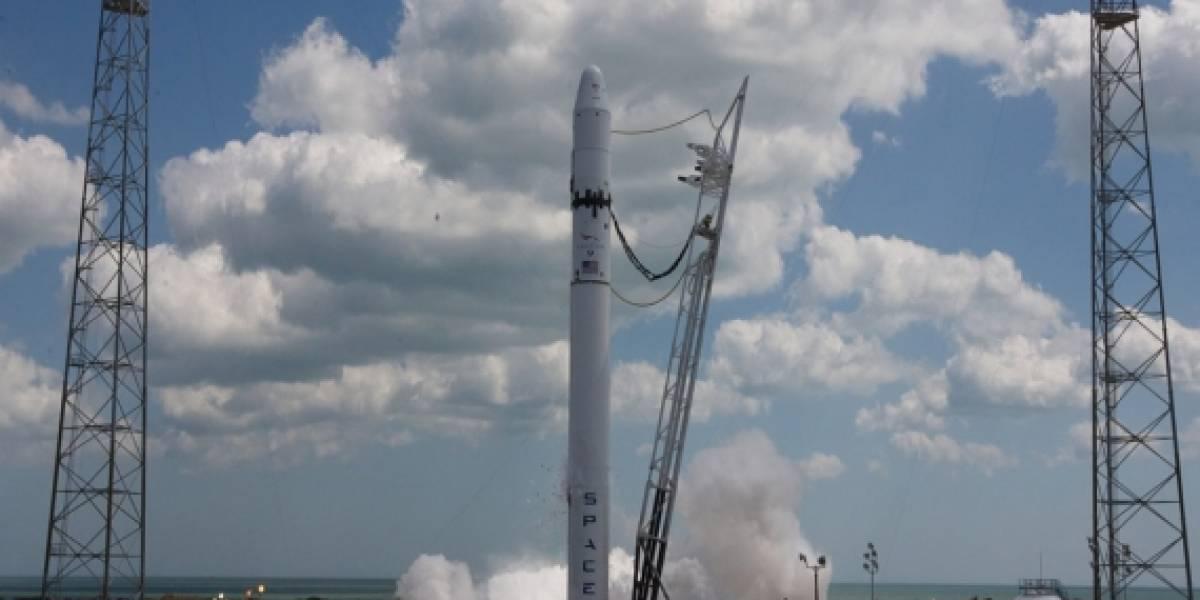 SpaceX concluye exitosamente prueba de los motores del Falcon 9