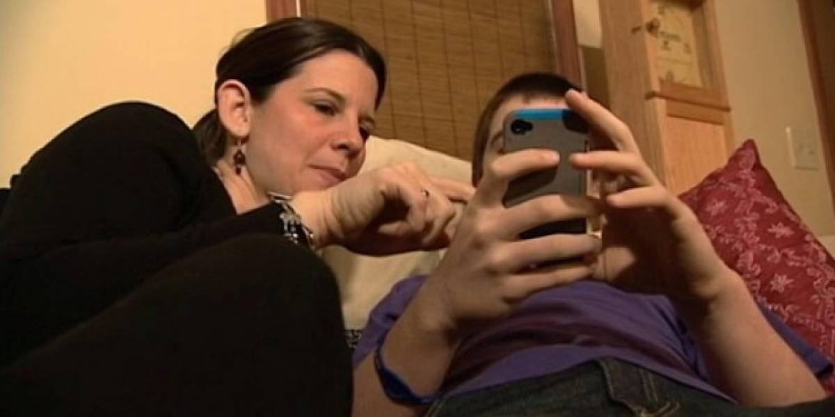Madre regala un iPhone 5 a su hijo obligándole a firmar un contrato