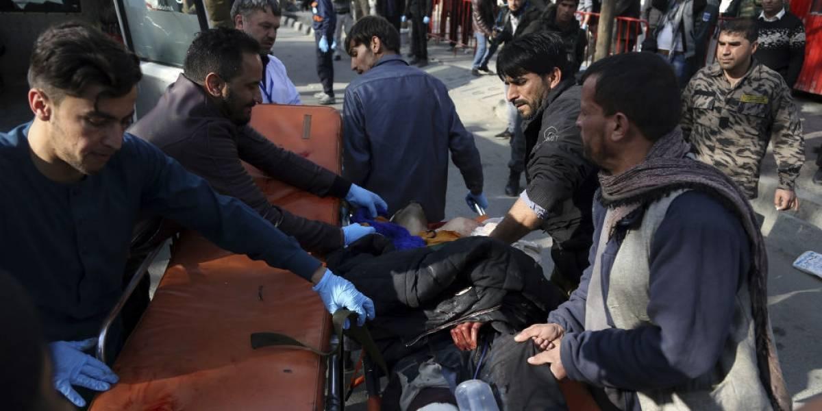 Otro atentado en Kabul: una ambulancia con explosivos provoca 95 muertos