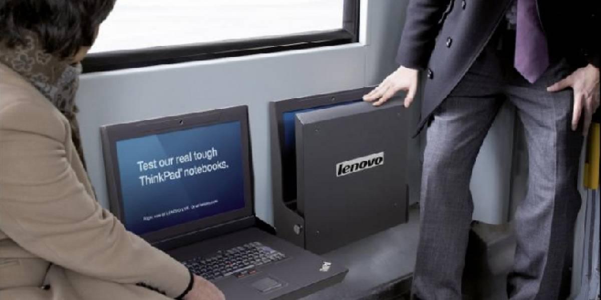 Lenovo invita a las personas a sentarse sobre su Thinkpad