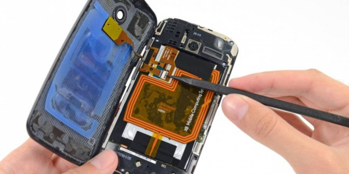 Desarman por completo al Moto X y descubren que es relativamente fácil de reparar
