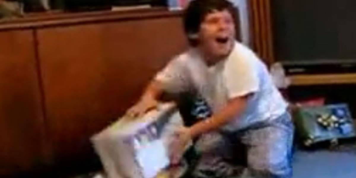 Niño se vuelve loco por una Xbox 360