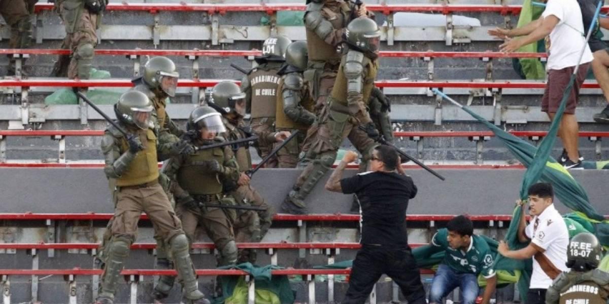 VIDEO: Tremenda bronca entre barristas y policías en plena final