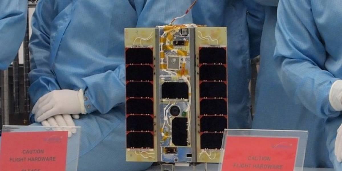 Ingleses lanzan al espacio el primer satélite controlado por un Nexus One