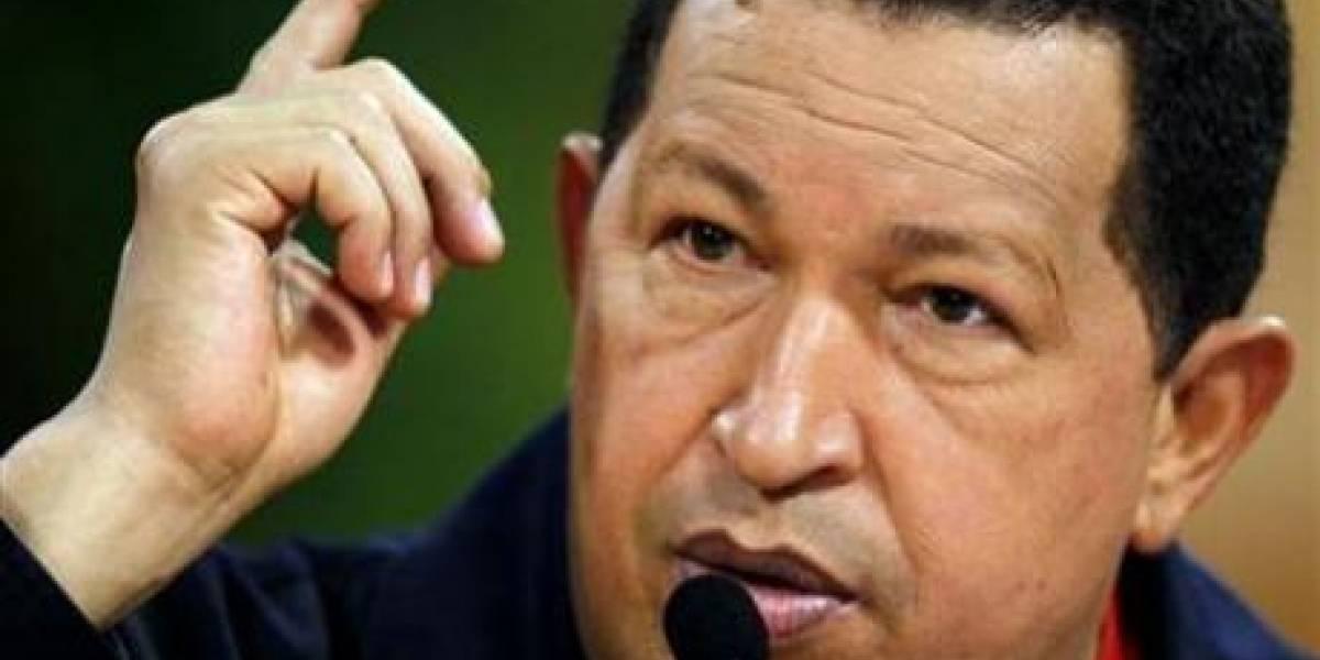 Chávez hace un llamado a regular Internet