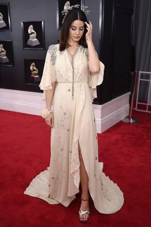 Lana del Rey es duramente criticada en por el look en los