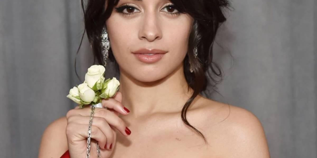 Los artistas usan rosas blancas como apoyo al movimiento contra los abusos sexuales
