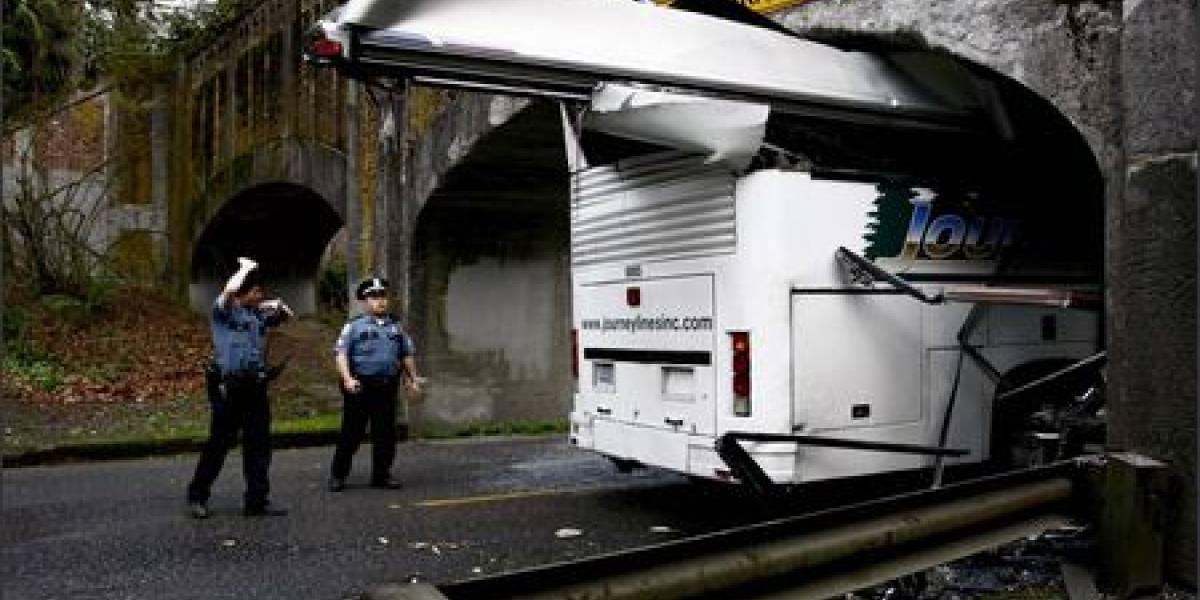 GPS + Conductor sin sentido común = Bus atascado en un túnel