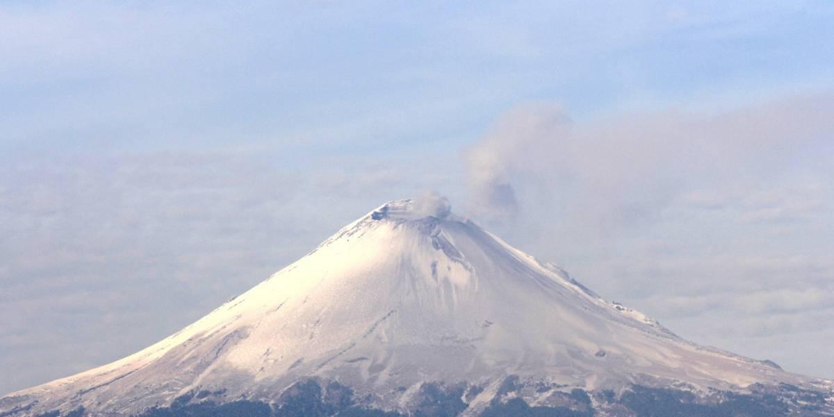 Amanece Popocatépetl cubierto de nieve