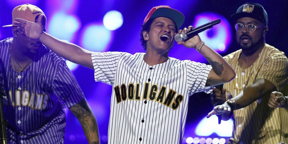 Bruno Mars obtiene tres Grammy