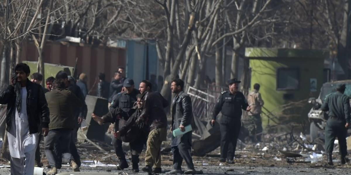Alerta máxima en Afganistán tras atentado que dejó más de 100 muertos