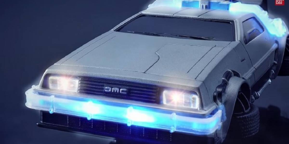Bandai convierte tu iPhone 6 en el DeLorean de Back to the Future