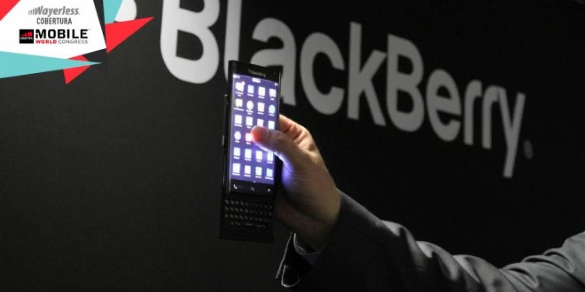 BlackBerry muestra teléfono con pantalla curva y teclado deslizable #MWC15