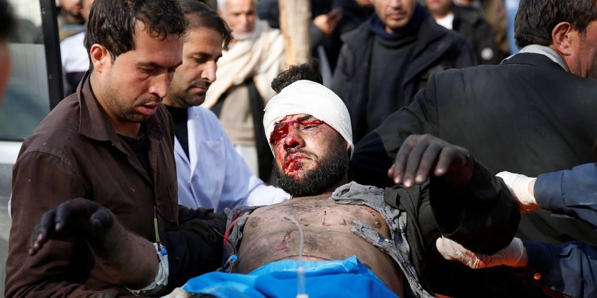 Veja imagens do atentado que matou pelo menos 100 pessoas no Afeganistão