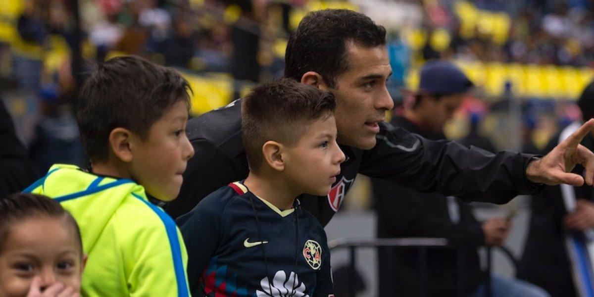 Rafa Márquez convive con niño sobreviviente del Rébsamen