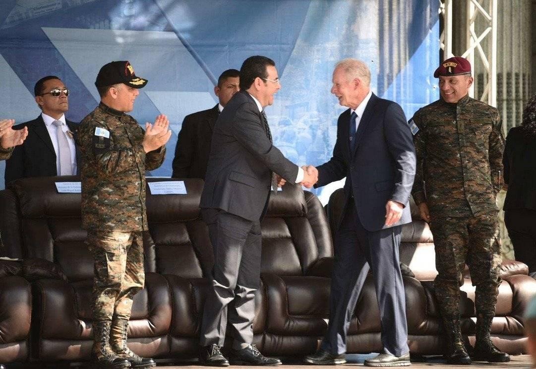 Morales saluda a su amigo, el alcalde Arzú.