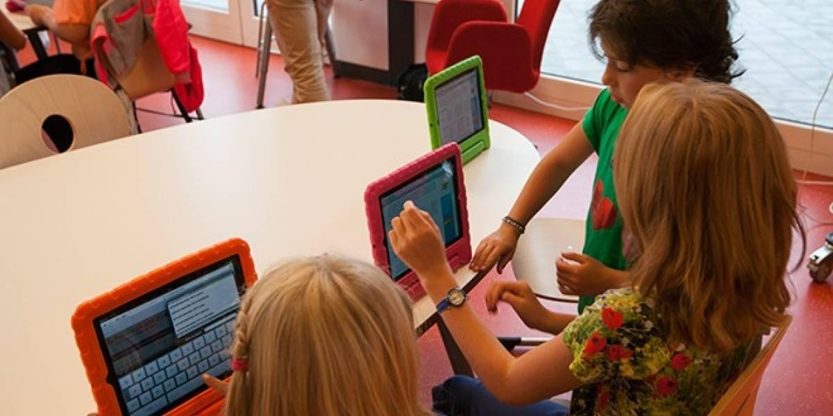 Abren siete escuelas que utilizan tabletas iPad en reemplazo a los libros de papel