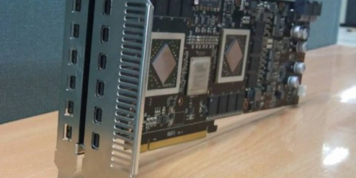 Prototipo de HD 5970 soportando 12 monitores