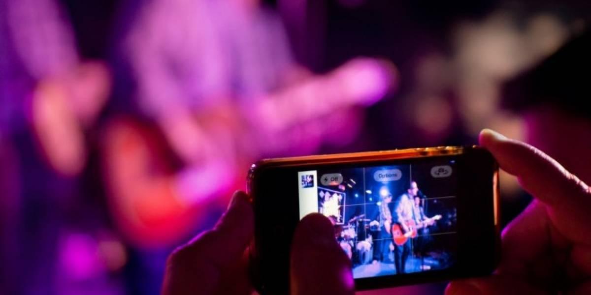 Usar tu smartphone en un concierto arruina la experiencia