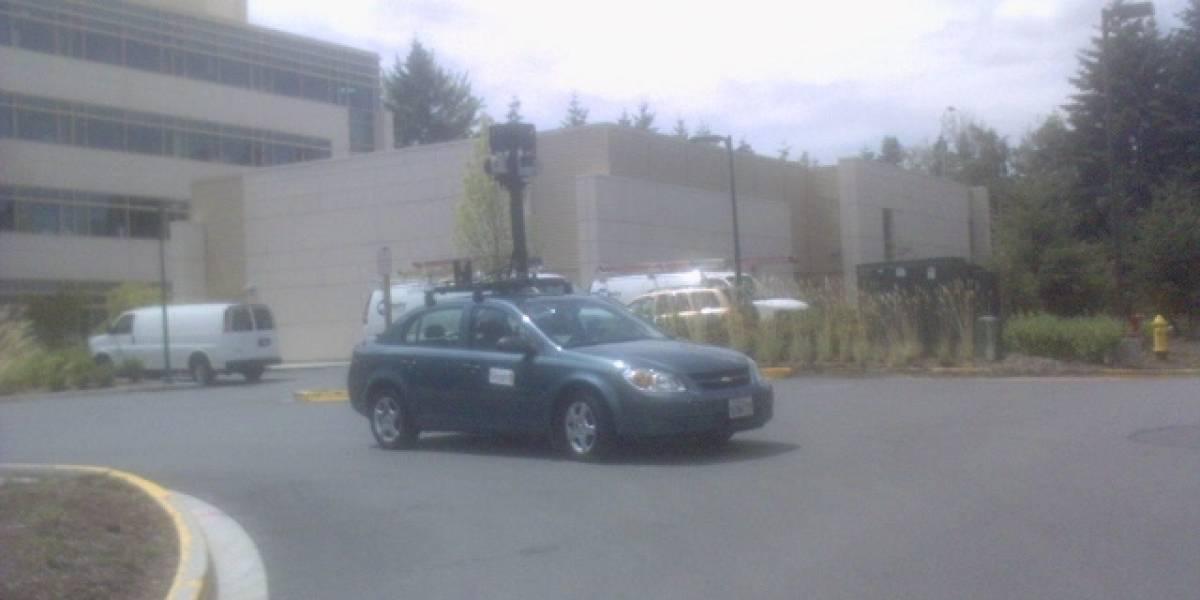 Auto de Google Street View paseandose por el Microsoft Campus