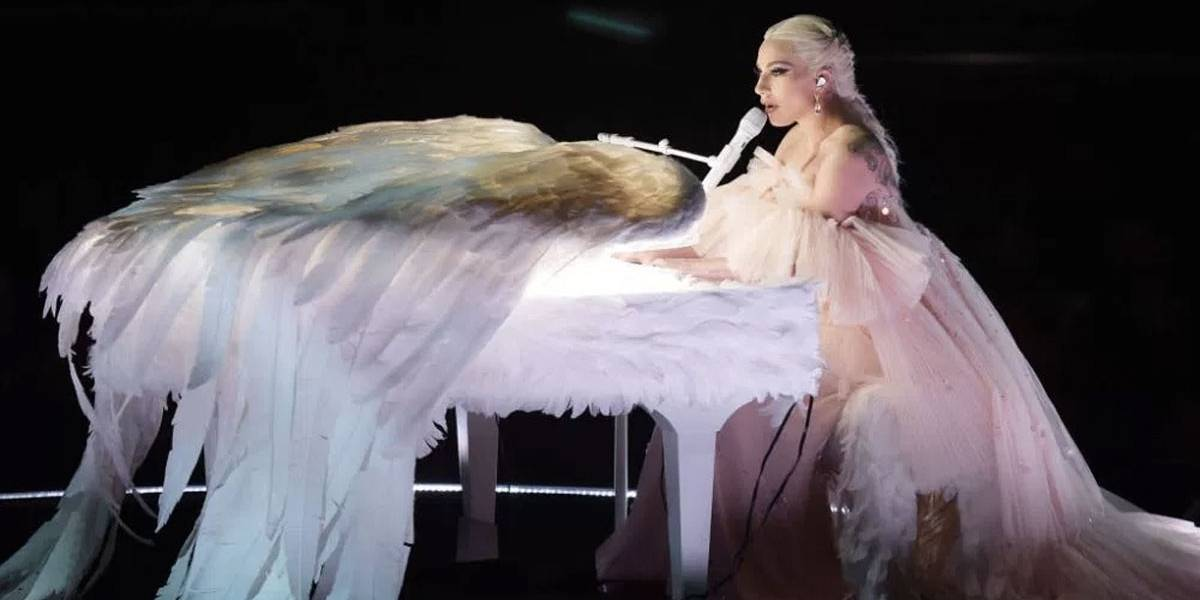 Grammy 2018: Lady Gaga parecia um anjo