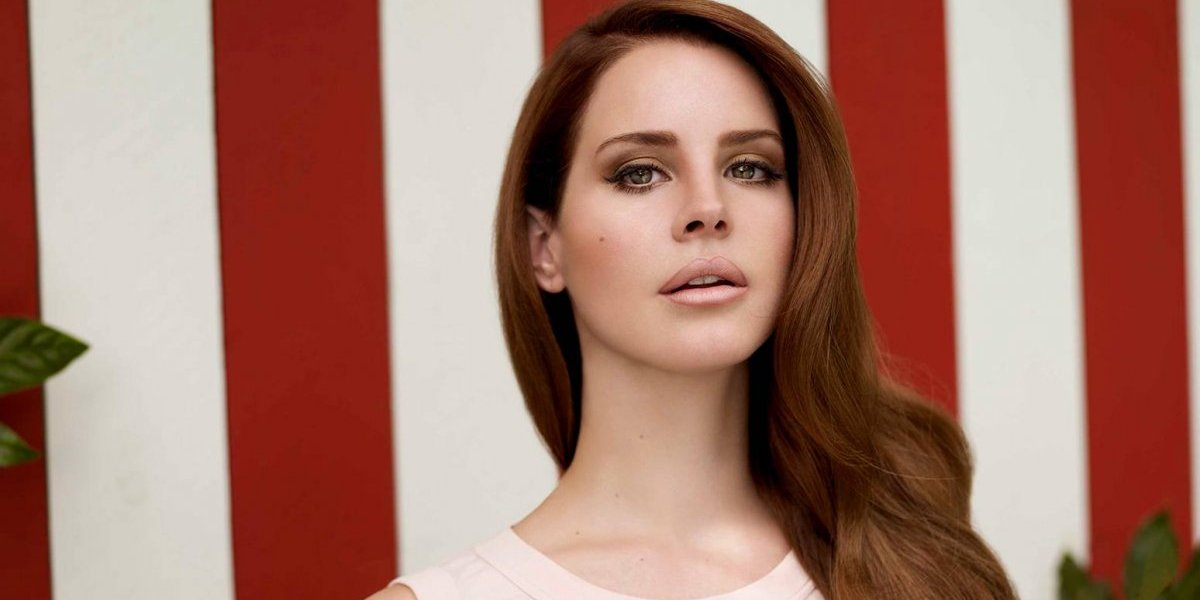 Lana del Rey es duramente criticada en por el look en los Grammy