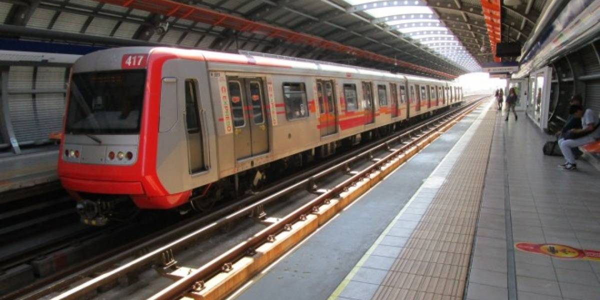 Metro de Santiago implementa sistema de alerta por SMS para realizar denuncias