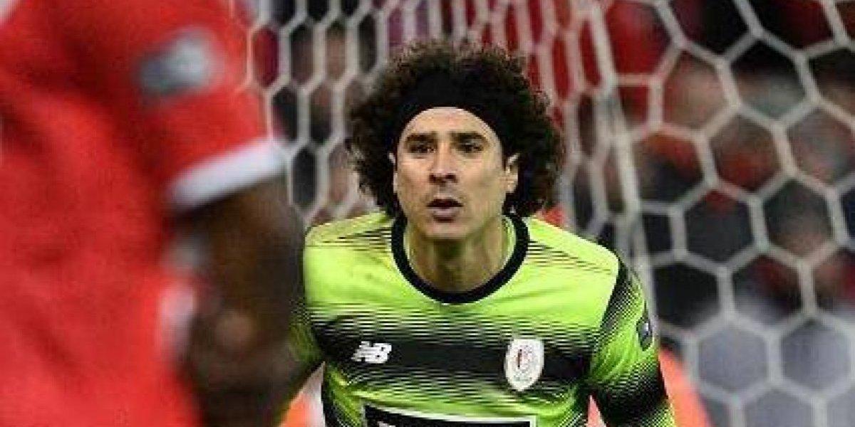 Ochoa y Standard rescatan empate en Clásico de Bélgica