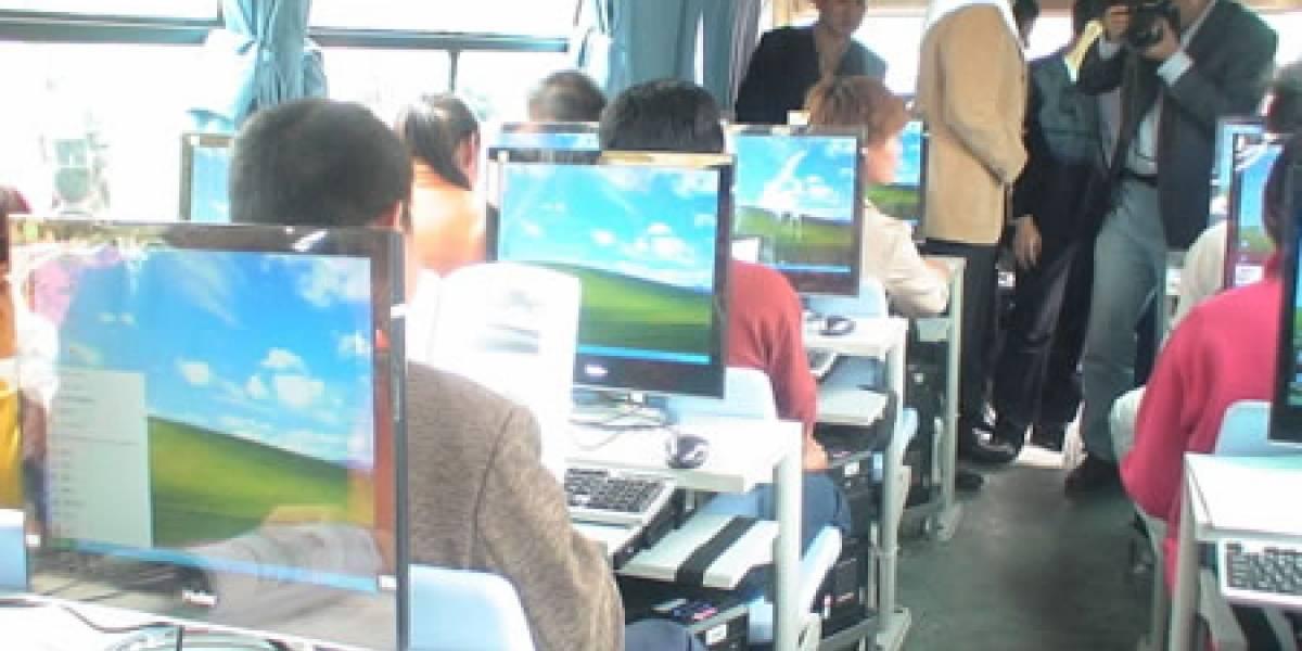 Buses de Microsoft China equipados con oficinas para sus empleados