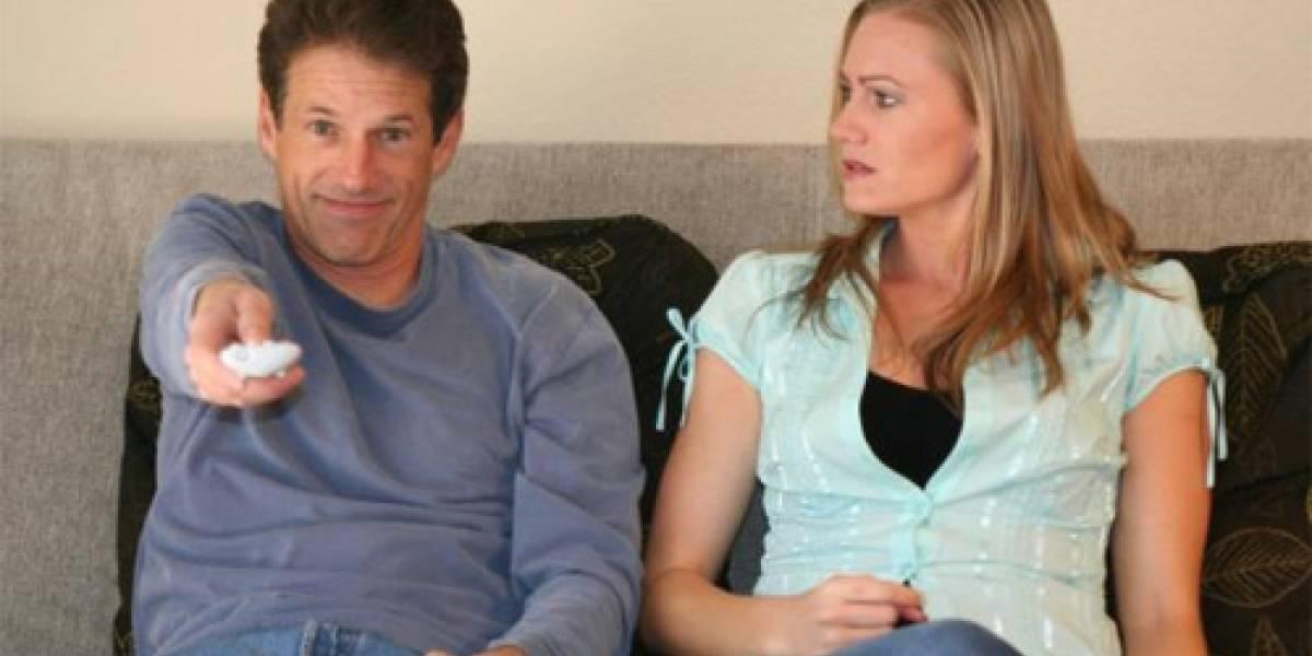 Mujer acuchilla a su novio por el control remoto