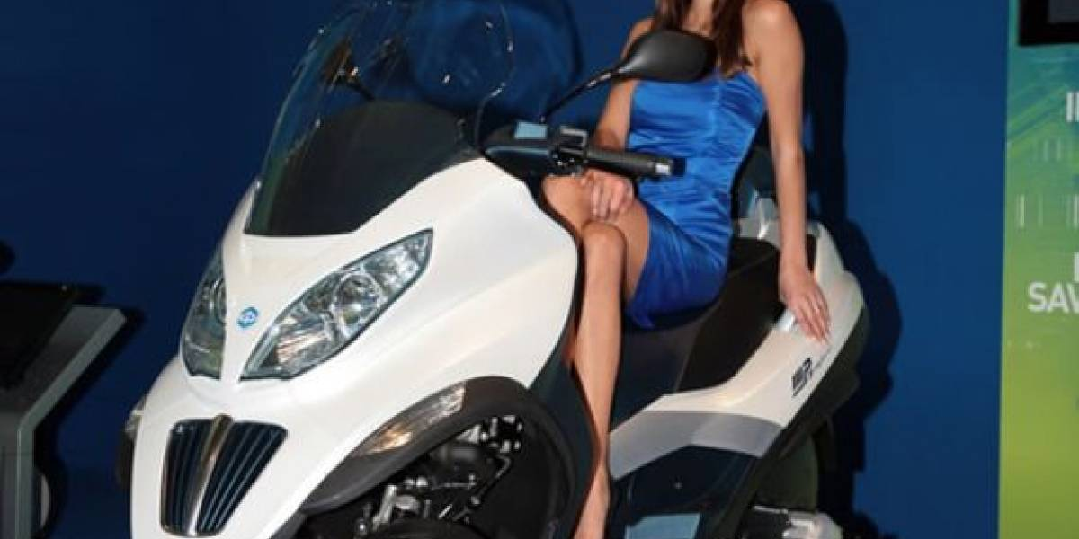 Piaggio presenta una moto híbrida con un consumo de 1,67 l/100