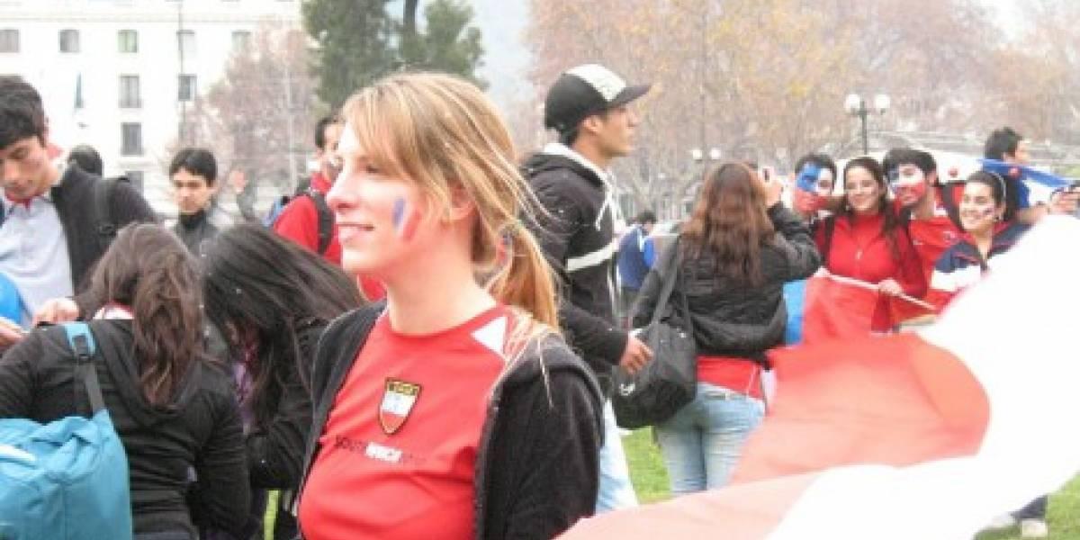 Celebrando en Plaza Italia: Booth Babes