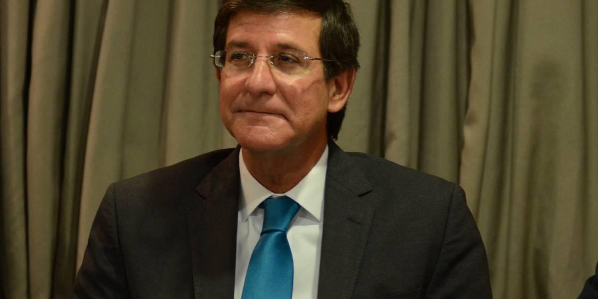 """Fortaleza ordena revisión de contrato de """"mejor amigo"""" de Higgins"""