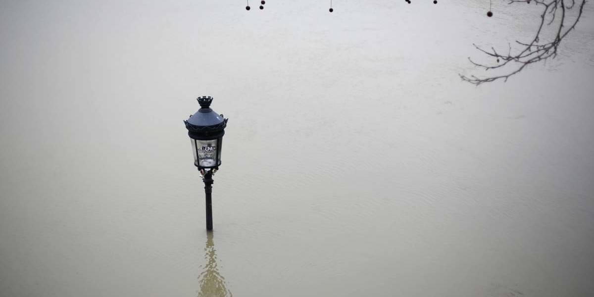 Localidades francesas siguen luchando contra las fuertes inundaciones