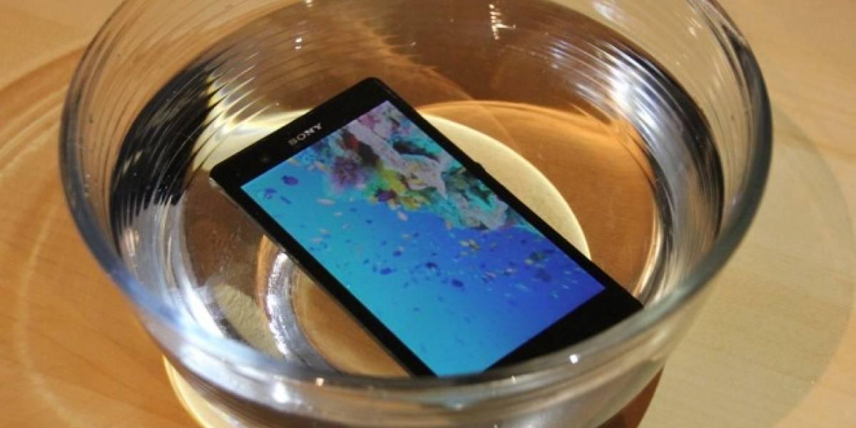 Fabricantes preparan smartphones económicos y resistentes al agua para 2015